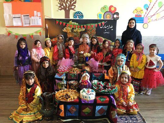 جشن یلدا ۹۸ پیش دبستان و اهدای هدیه یلدا به دانش آموزان عزیز مبتکرنوین