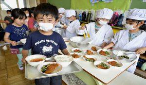 ناهار در مدارس ژاپن